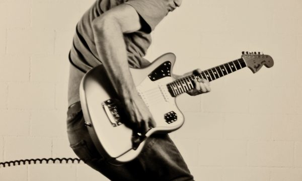Luki Jumping with guitar